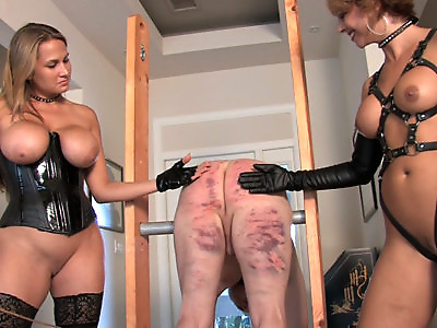 Mean Bitches  Ass Worship  Facesitting  Femdom  Role Play