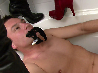 Bathtub Toilet Slave Free Movie